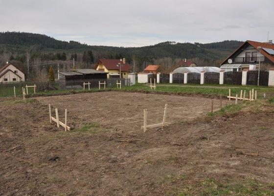 Vytyčení polohy základové desky rodinného domu v Dobřívě