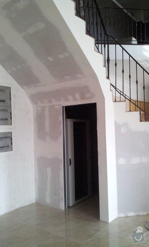 Obložení schodiště v prodejně nábytku: 20130315_104528