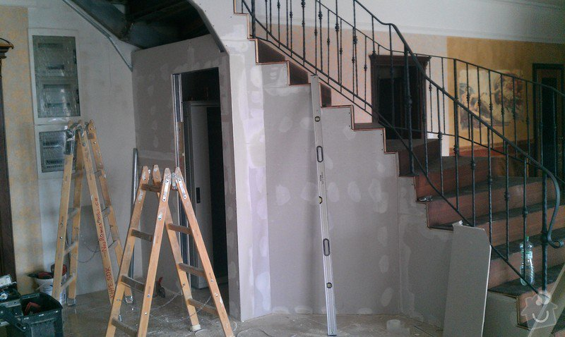 Obložení schodiště v prodejně nábytku: IMAG0714