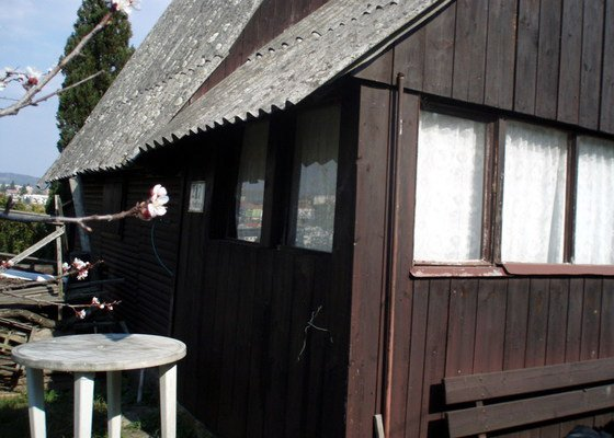 Nátěr srubové chaty, oprava schodů ap.