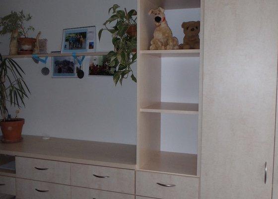 Výroba policové skříně do ložnicové sestavy
