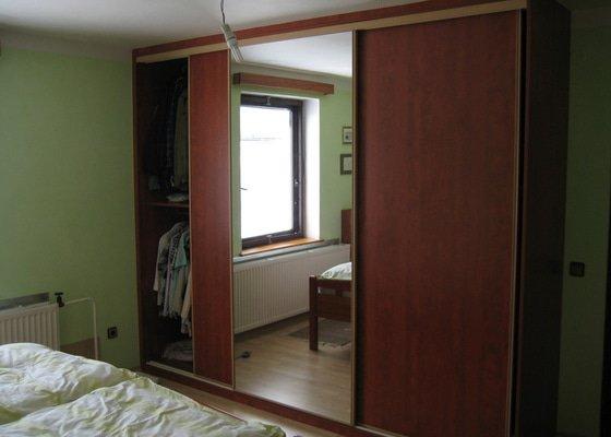 Výroba a montáž vestavěné skříně + noční stolky