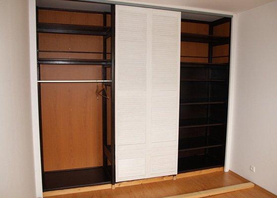 Dokončení vestavěné šatní skříně