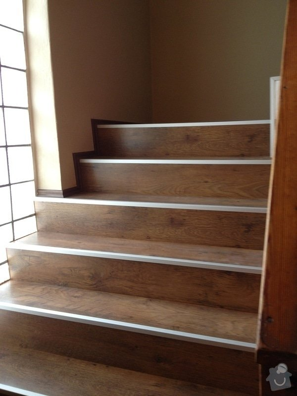 Obklad schodiště plovoucí podlahou: IMG_0565