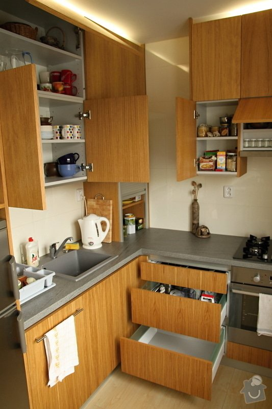 Kuchyňská linka na míru: kuchyn-0408-11