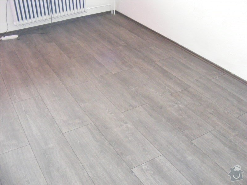Vymalování ložnice,položení plovoucí podlahy,poskládaní skříně a postele: DSCF2591