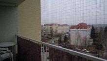 Zasíťování balkónu ochrannou sítí pro bezpečnost koček