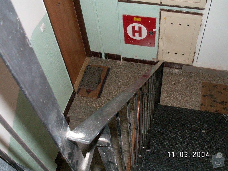 Montáž madel na zábradlí schodiště: PICT0007