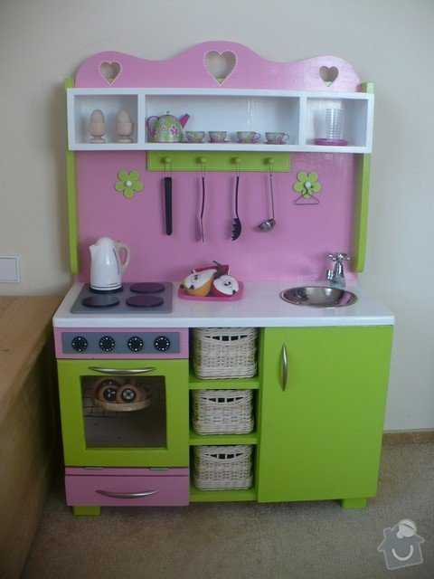 Výroba dřevěné dětské kuchyňky: Kuchynka_-_hotova_tn