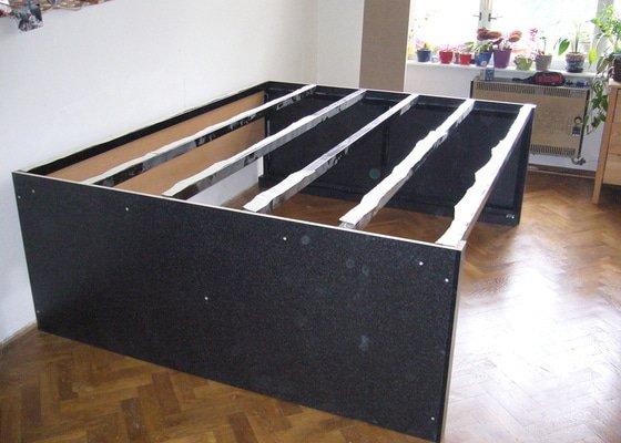 Pódium s výsuvnou postelí + šuplíčky úložné