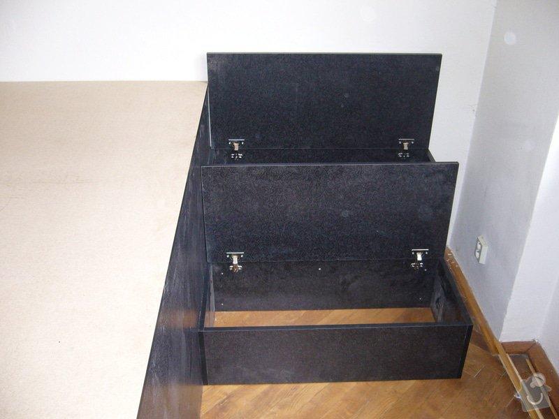 Pódium s výsuvnou postelí + šuplíčky úložné: P1050310