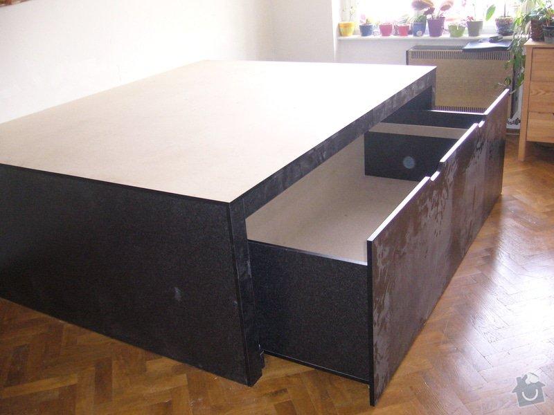 Pódium s výsuvnou postelí + šuplíčky úložné: P1050314