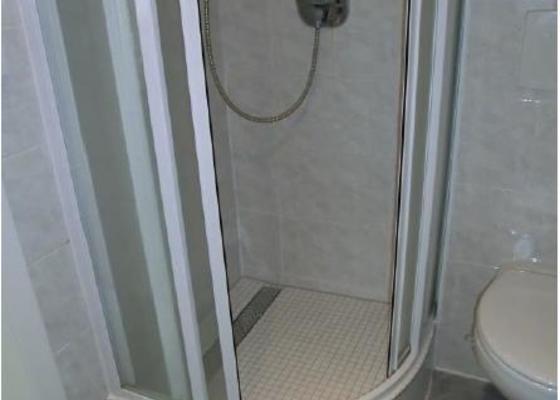 Obklad 2 sprchových koutů