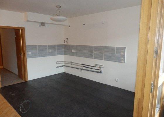 Rekonstrukce koupelny + dlazba v kuchyni + priprava kuchyne na novou linku