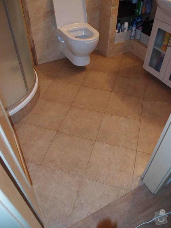 Obklady + podlahy v koupelnách, WC, kuchyni, omítky, vyzdění: koupelna1_podlaha_m