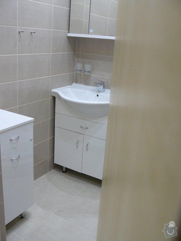 Totální rekonstrukce bytového jádra  včetně výměny podlah a obkladů, nová kuchyňská linka včetně vybavení přístroji, vestavěné skříně v předsíni, vybavení jídelního koutu nábytkem, pokládka plovoucí podlahy v pokoji, celková rekonstrukce elektroinstalace : P1050302