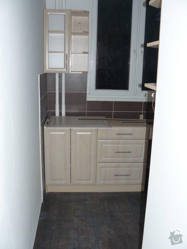 Totální rekonstrukce bytového jádra  včetně výměny podlah a obkladů, nová kuchyňská linka včetně vybavení přístroji, vestavěné skříně v předsíni, vybavení jídelního koutu nábytkem, pokládka plovoucí podlahy v pokoji, celková rekonstrukce elektroinstalace : P1050271
