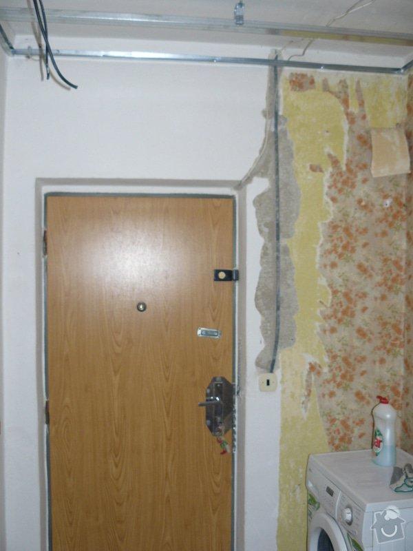 Totální rekonstrukce bytového jádra  včetně výměny podlah a obkladů, nová kuchyňská linka včetně vybavení přístroji, vestavěné skříně v předsíni, vybavení jídelního koutu nábytkem, pokládka plovoucí podlahy v pokoji, celková rekonstrukce elektroinstalace : P1050193