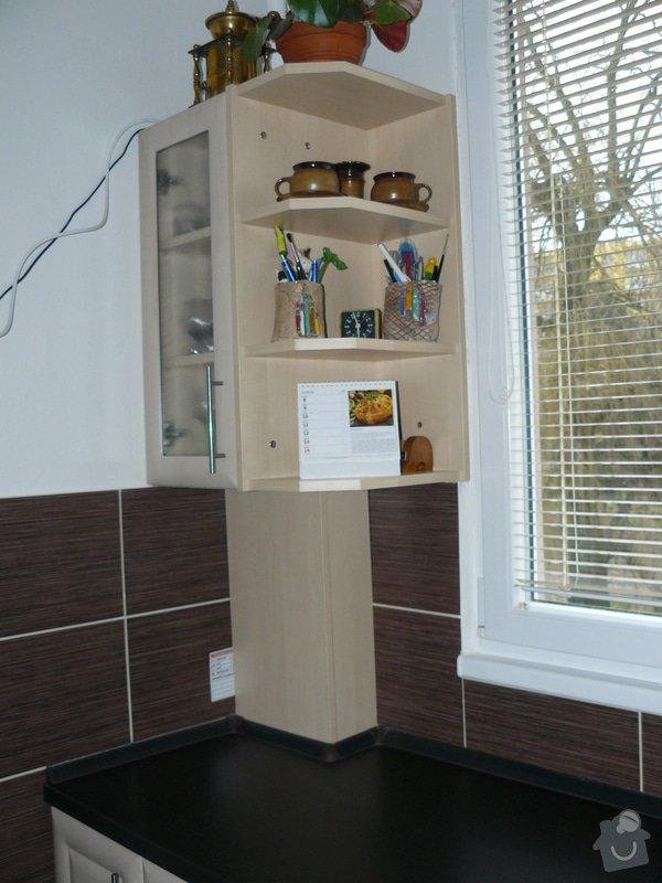 Totální rekonstrukce bytového jádra  včetně výměny podlah a obkladů, nová kuchyňská linka včetně vybavení přístroji, vestavěné skříně v předsíni, vybavení jídelního koutu nábytkem, pokládka plovoucí podlahy v pokoji, celková rekonstrukce elektroinstalace : P1050325