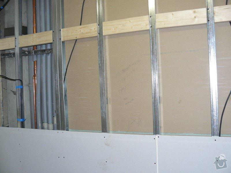 Totální rekonstrukce bytového jádra  včetně výměny podlah a obkladů, nová kuchyňská linka včetně vybavení přístroji, vestavěné skříně v předsíni, vybavení jídelního koutu nábytkem, pokládka plovoucí podlahy v pokoji, celková rekonstrukce elektroinstalace : P1050190