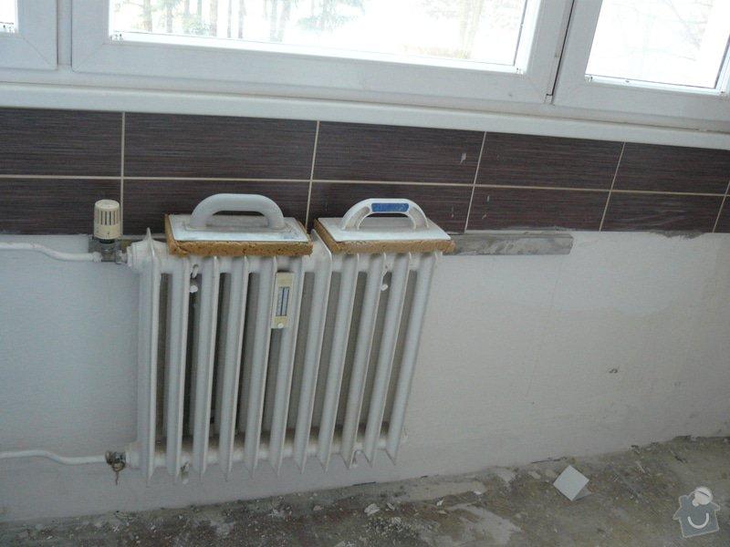 Totální rekonstrukce bytového jádra  včetně výměny podlah a obkladů, nová kuchyňská linka včetně vybavení přístroji, vestavěné skříně v předsíni, vybavení jídelního koutu nábytkem, pokládka plovoucí podlahy v pokoji, celková rekonstrukce elektroinstalace : P1050233