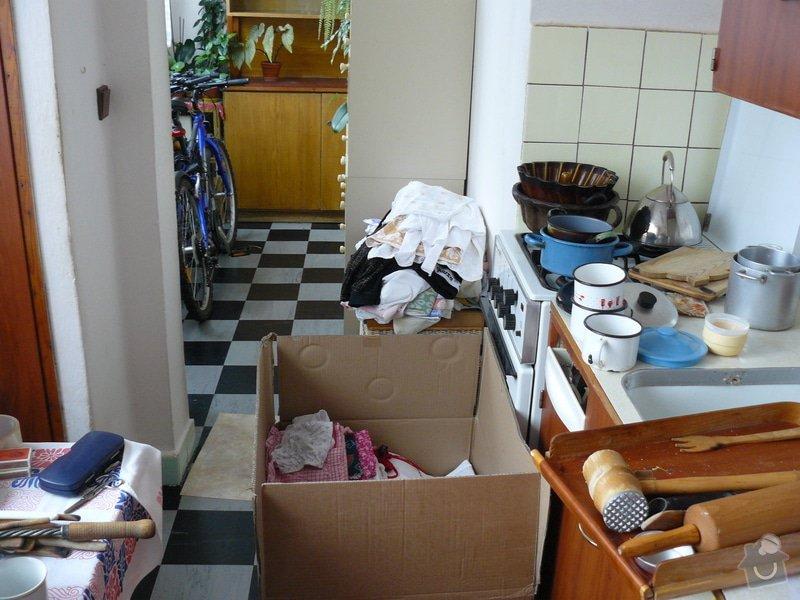 Totální rekonstrukce bytového jádra  včetně výměny podlah a obkladů, nová kuchyňská linka včetně vybavení přístroji, vestavěné skříně v předsíni, vybavení jídelního koutu nábytkem, pokládka plovoucí podlahy v pokoji, celková rekonstrukce elektroinstalace : P1050161
