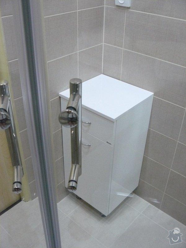 Totální rekonstrukce bytového jádra  včetně výměny podlah a obkladů, nová kuchyňská linka včetně vybavení přístroji, vestavěné skříně v předsíni, vybavení jídelního koutu nábytkem, pokládka plovoucí podlahy v pokoji, celková rekonstrukce elektroinstalace : P1050308