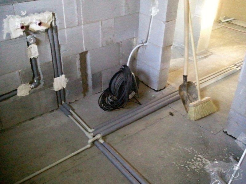 Podlahové vytápění, rozvody TZB, solární ohřev TUV: Fotografie0557