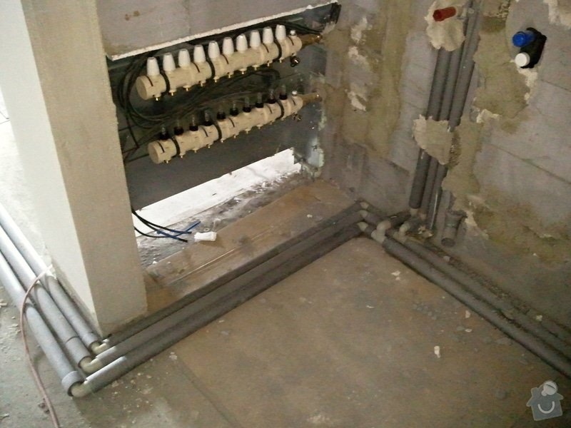 Podlahové vytápění, rozvody TZB, solární ohřev TUV: Fotografie0577