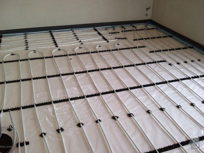 Podlahové vytápění, rozvody TZB, solární ohřev TUV: Fotografie0629