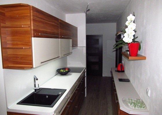 Rekonstrukce bytového jádra, kuchyně, předsíně, obývacího pokoje v panelovém domě (3+1)
