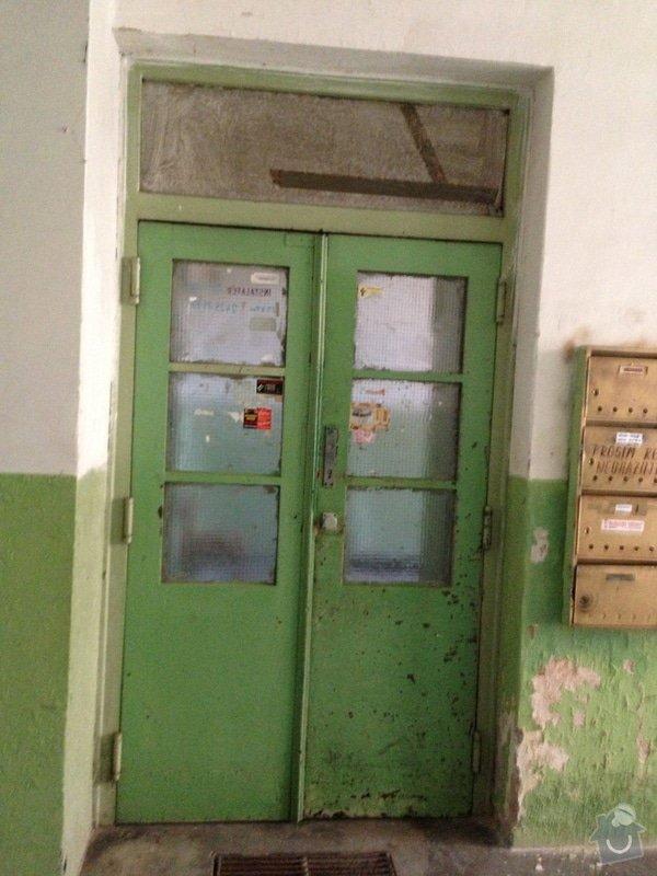 Nové průjezdové dveře činžovního domu.: IMG_0208