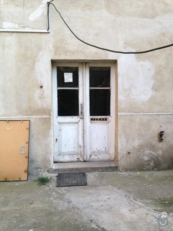 Nové průjezdové dveře činžovního domu.: IMG_0209