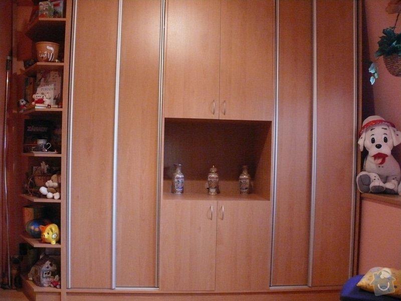 Vestavná skříňová stěna do dětského pokoje: P1230373