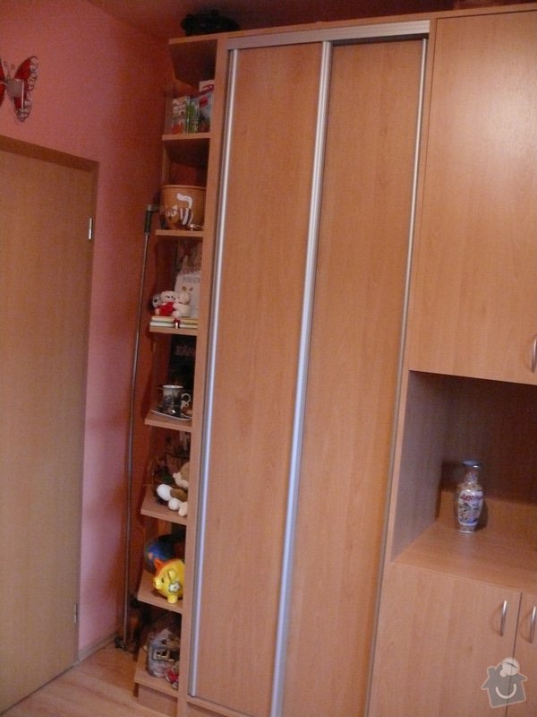 Vestavná skříňová stěna do dětského pokoje: P1230375