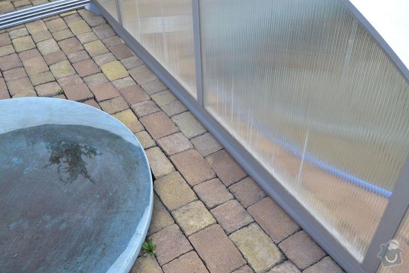 Výměna poškozených dlaždic v garáži, vyrovnání propadlé zámkové dlažby: DSC_0120
