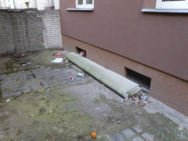 Vyčištění balkónů, dvora a den světlíků + lakýrnické práce malého rozsahu.: P3240017