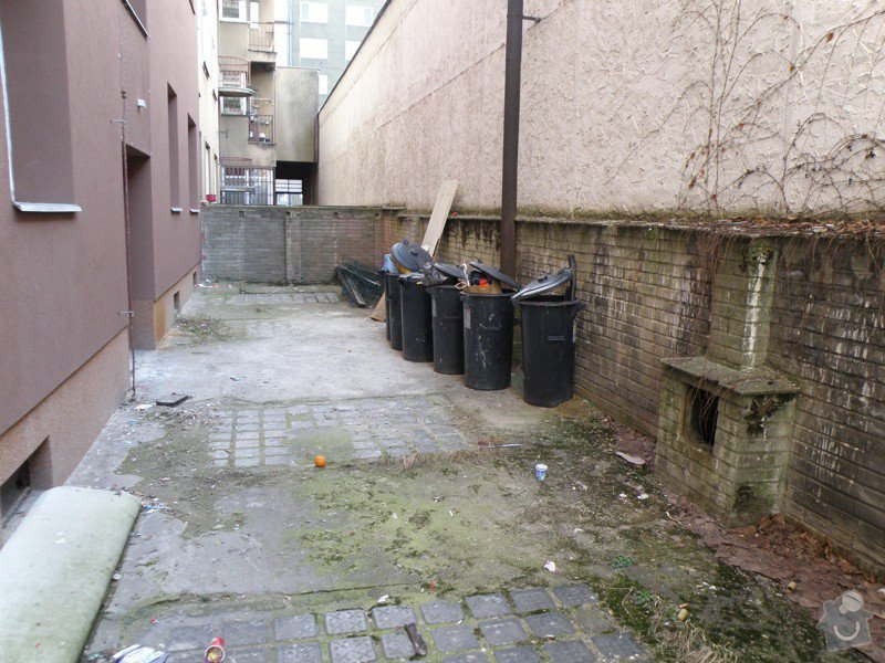 Vyčištění balkónů, dvora a den světlíků + lakýrnické práce malého rozsahu.: P3240018