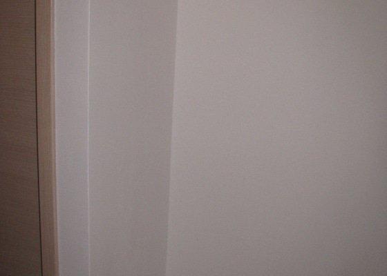 Vestavná skříň v chodbě