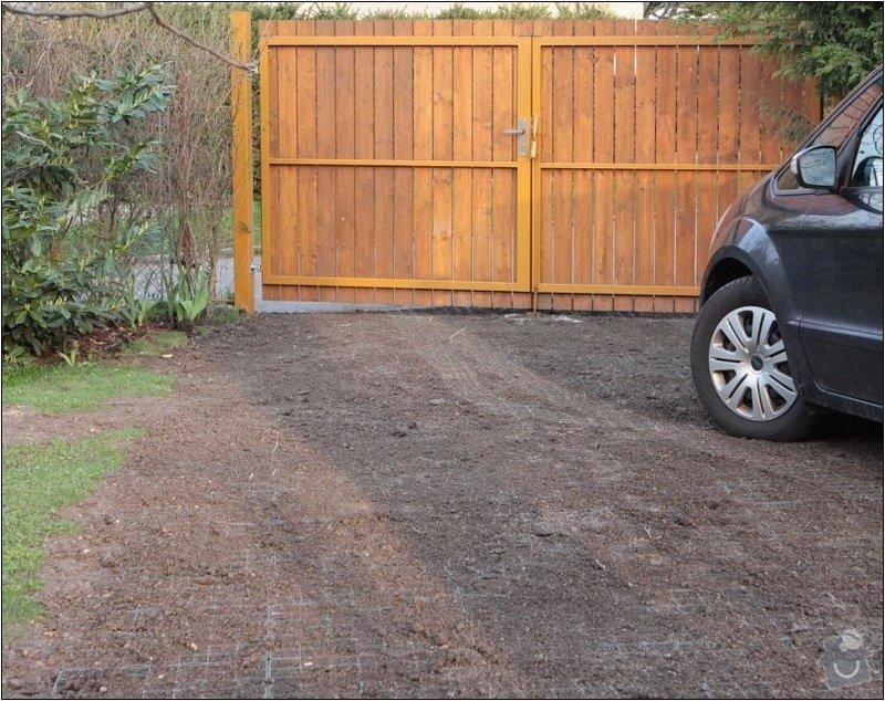 Zahradni parkovaci stani cca 35m2 : IMG_7594