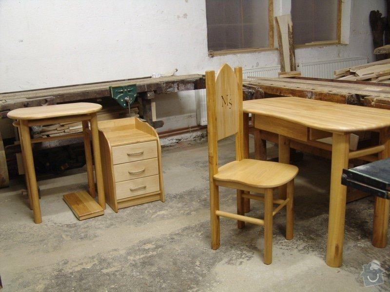 Bukový psací stůl s trůnem: bukovy