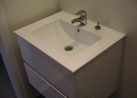 Rekonstrukce koupelny (panelák 2+kk)