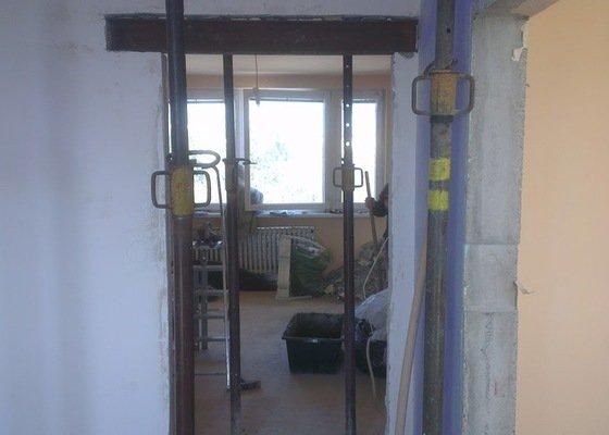 Rekonstrukce panelového bytu 4+1, bourací práce, rozvody el. (bytové jádro)