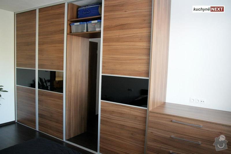 Kuchyňská linka a vestavěná skříň: S1