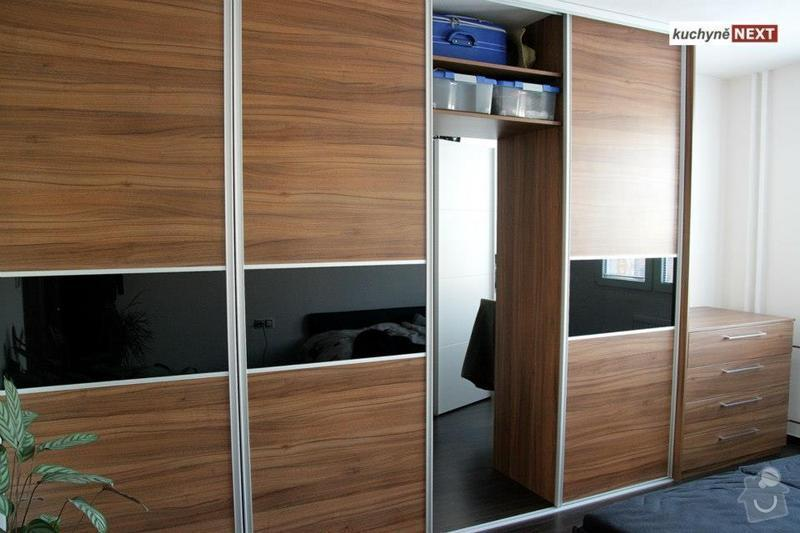Kuchyňská linka a vestavěná skříň: S4
