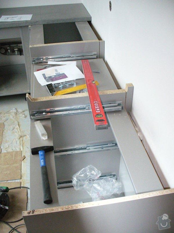 Kuchyňská linka a vestavěná skříň: a2