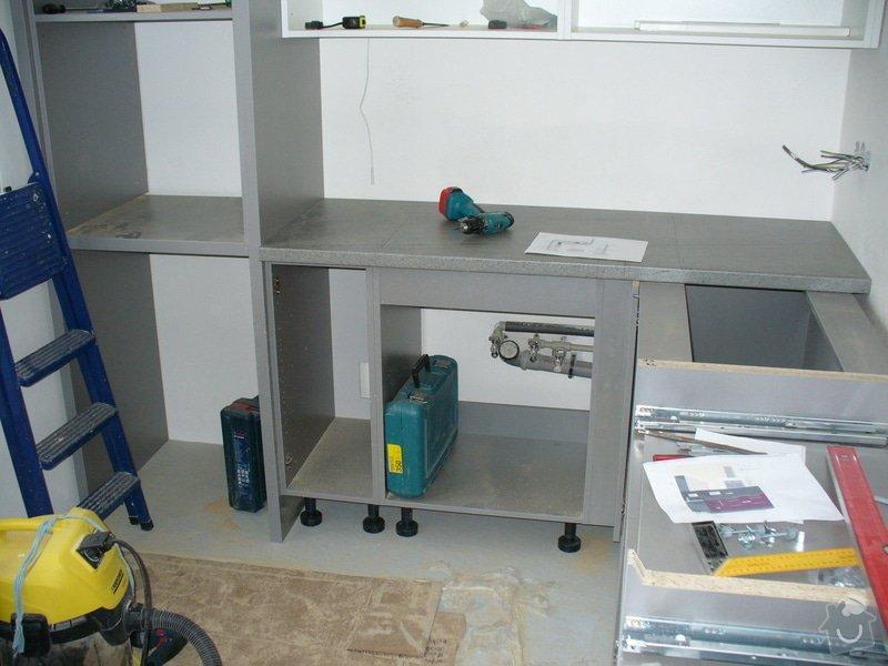 Kuchyňská linka a vestavěná skříň: a3