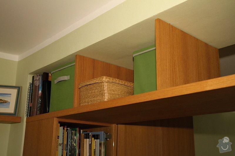 Knihovny s masivní policí ve výklenku: knihovna-0508-04