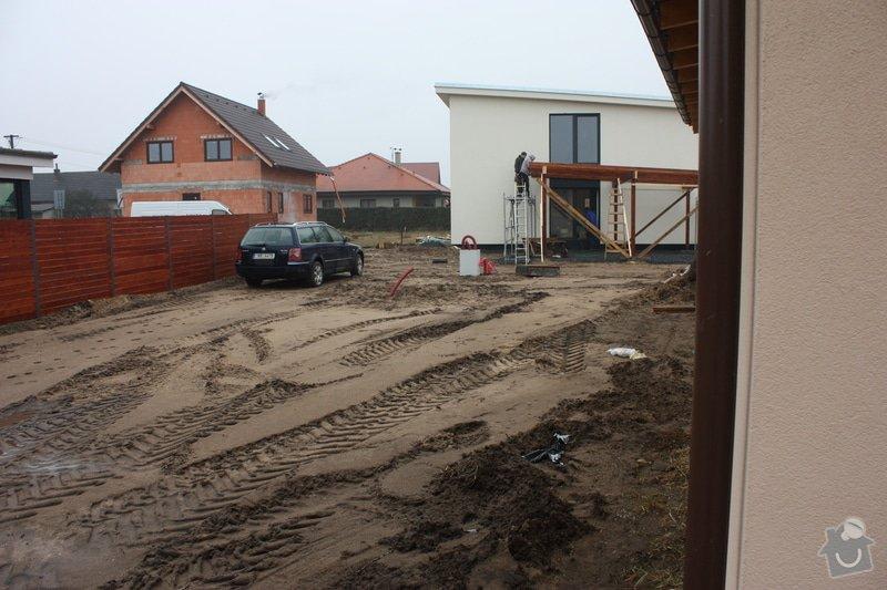 Úprava pozemku po stavebních pracech, zasetí trávníku: IMG_2162