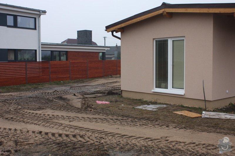Úprava pozemku po stavebních pracech, zasetí trávníku: IMG_2153
